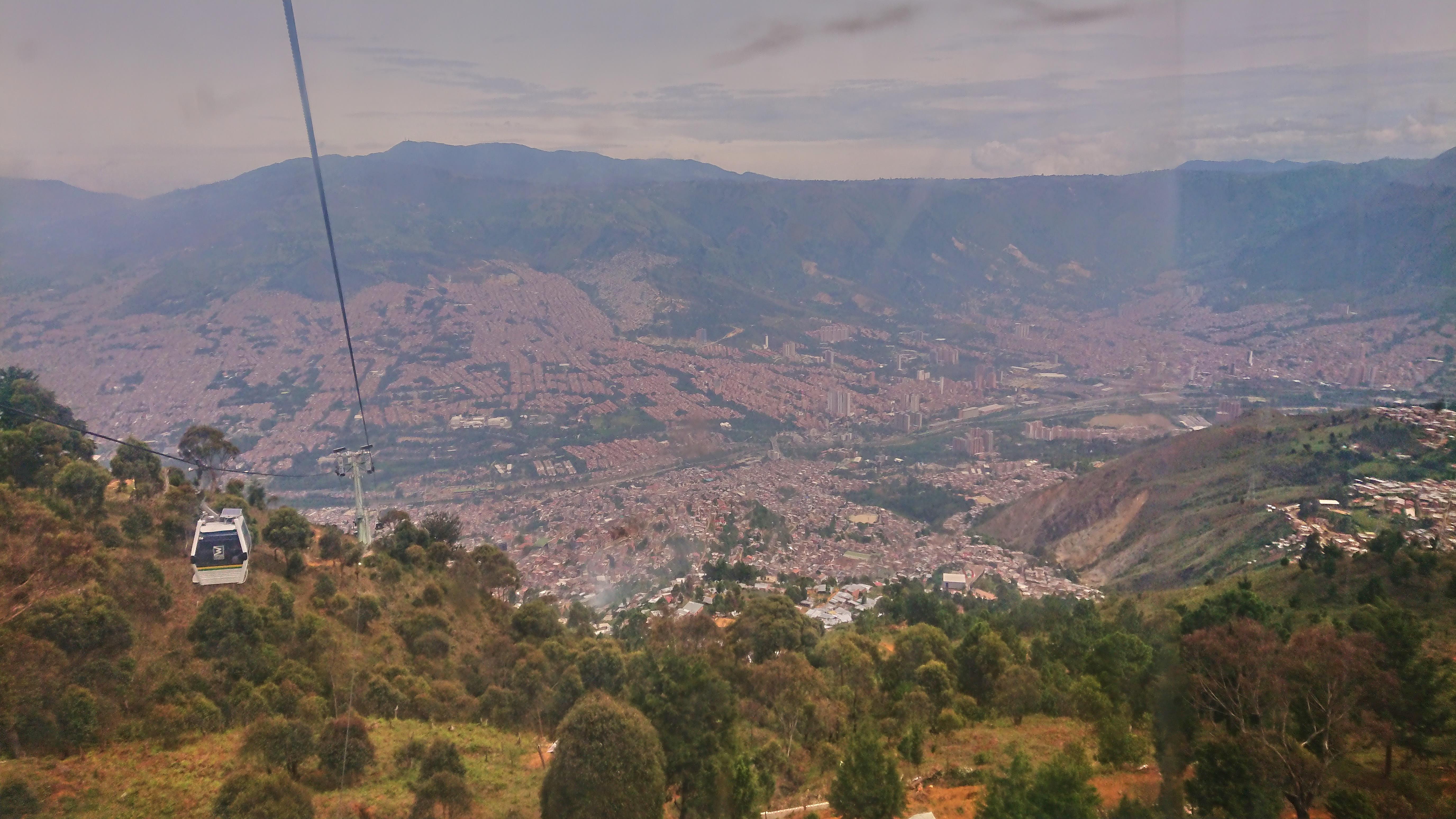 Per Cablecar in die Metropole, Medellin, Kolumbien 2019