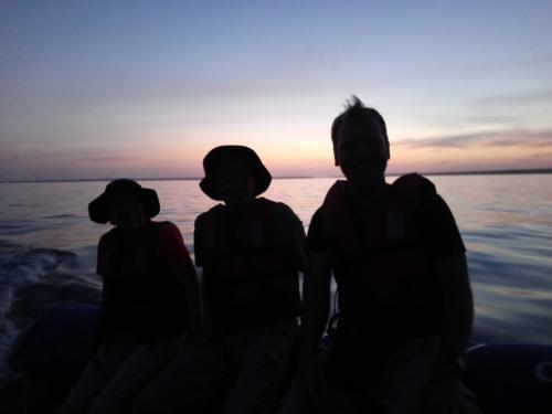 Es ist früh, sehr frühBaby-Schwarzspitzen-Riffhai, Black Turtle Cove, Galápagos, Ecuador 2019